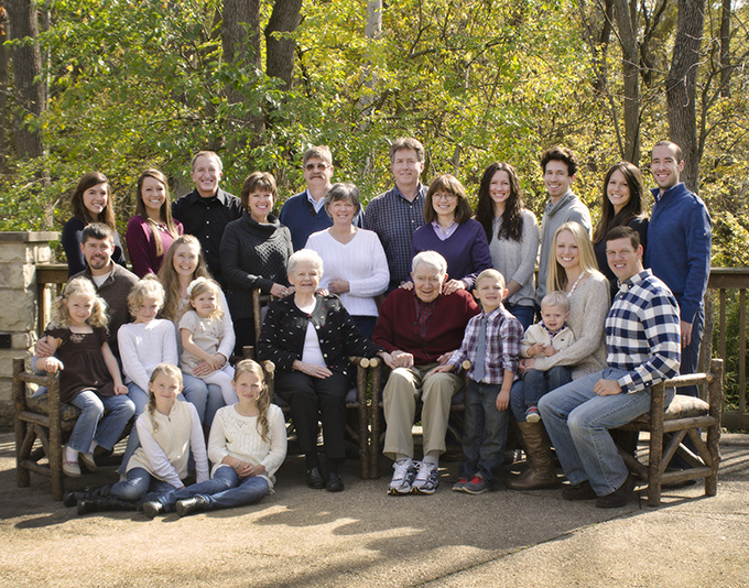 Large Family portrait at Aullwood Center in Engelwood Ohio by Dan Cleary of Cleary Creative Photography in Dayton Ohio